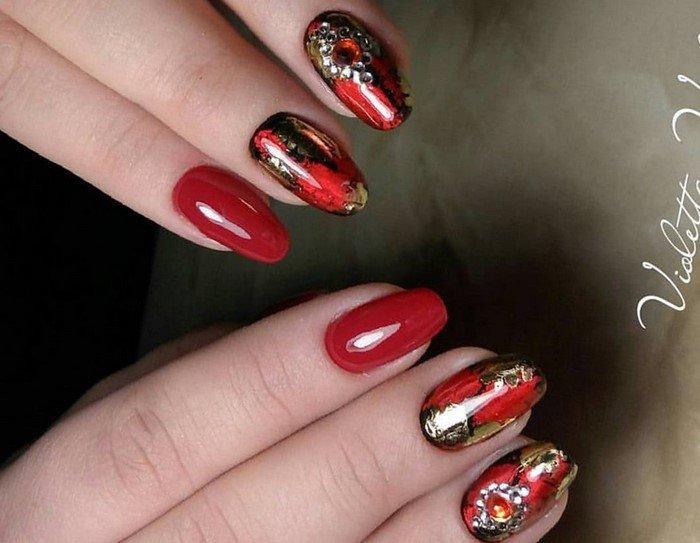 красные-ногти-с рисунком (85)