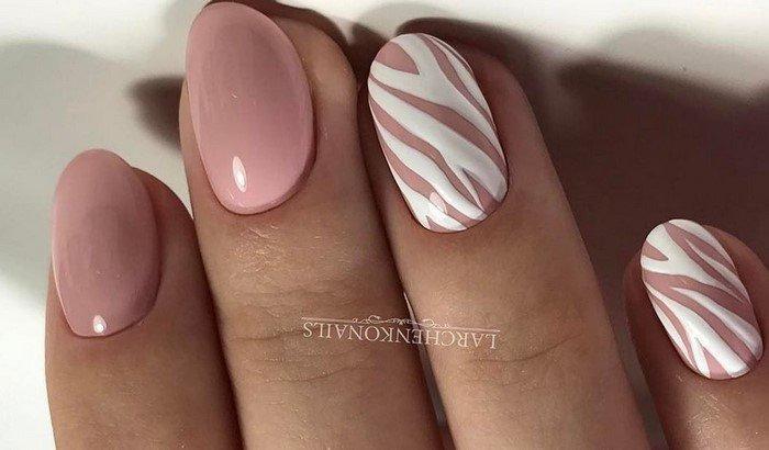 розовые ногти с дизайном белая зебра