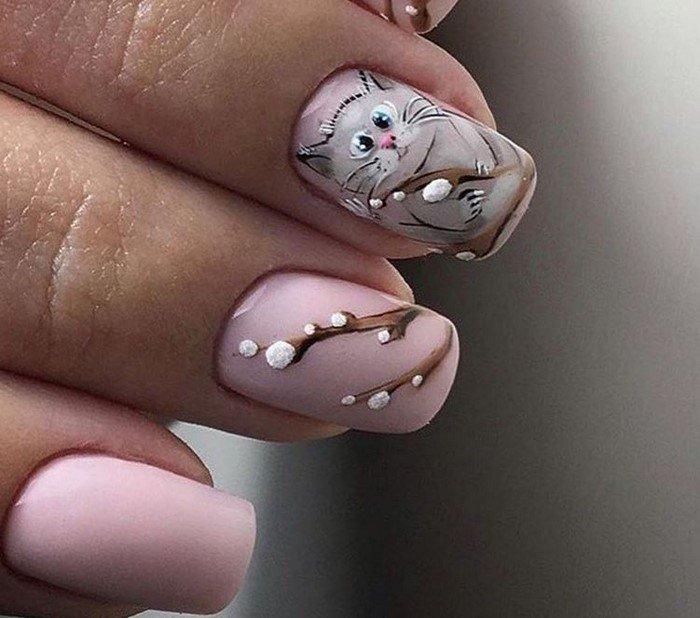 розовые ногти с котиком
