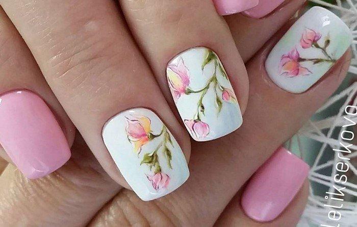 белые ноги с розовыми цветами