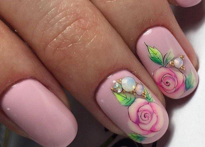 розовые ногти с розами
