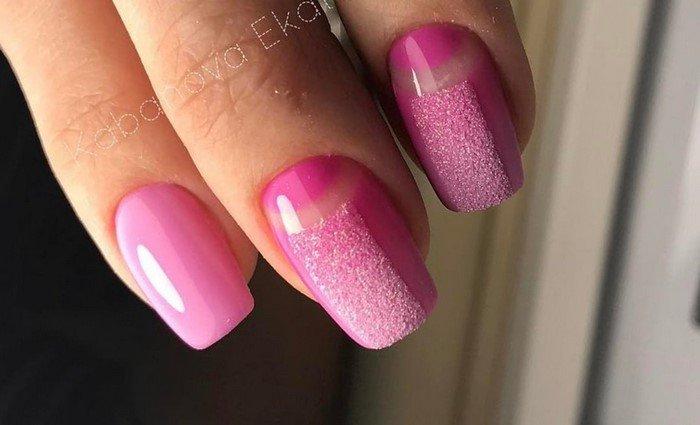 бархатный песок с розовыми лунками на ногтях