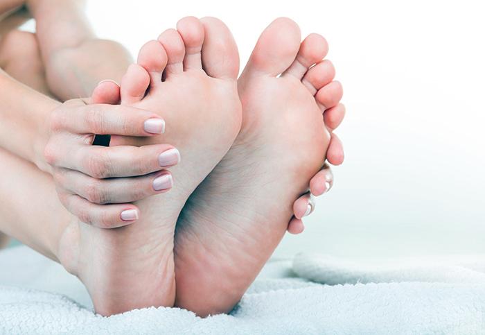 Грибок на ногах запах